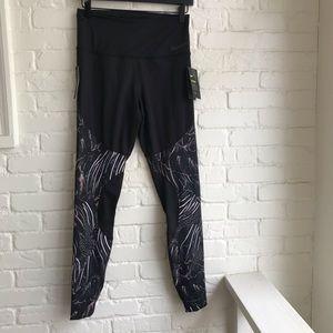 NWT Nike Training Black Printed Leggings Medium